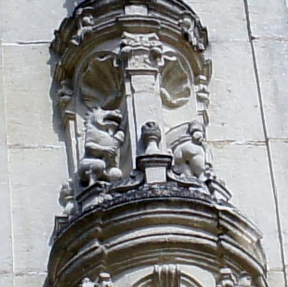 Detalle del lado izquierdo de la fachada