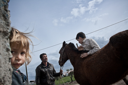 Social Documentary Photography – The Romani People In Beja, Portugal